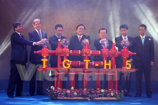 越南白犀牛油田H5钻井台出油仪式在胡志明举行 hinh anh 1