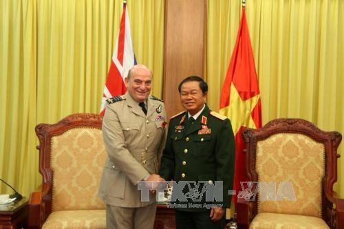 越南人民军队总参谋长杜伯巳大将会见英国副总参谋长 hinh anh 1