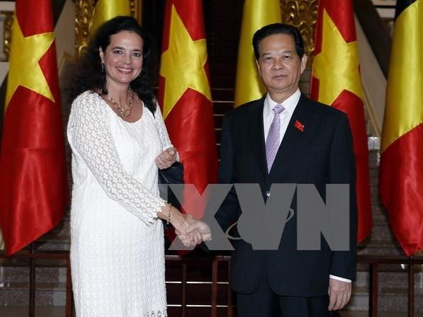 越南政府总理阮晋勇会见比利时参议院议长克里斯蒂娜·德佛莱涅 hinh anh 1