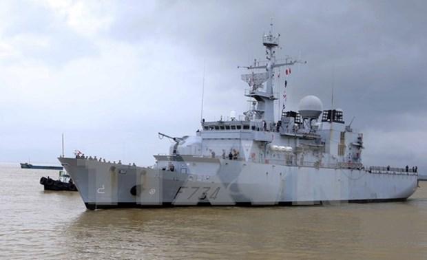"""法国海军""""葡月""""号舰访问岘港市 hinh anh 1"""