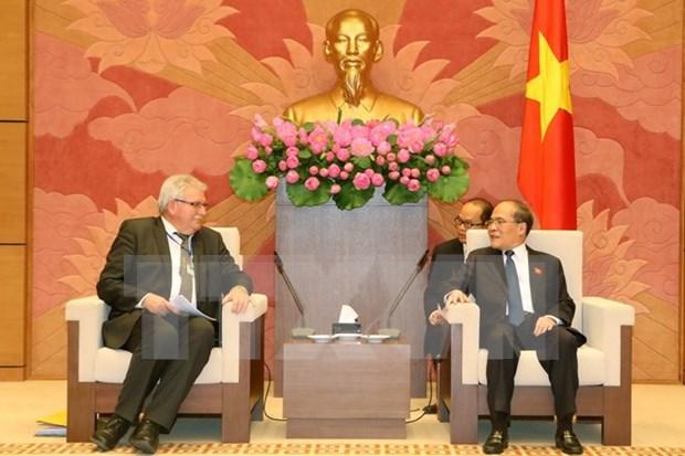 越南国会主席阮生雄会见欧洲议会代表团 hinh anh 1