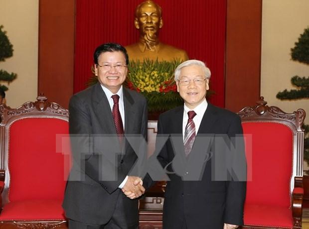 越共中央总书记阮富仲会见老挝外交部高级代表团 hinh anh 1