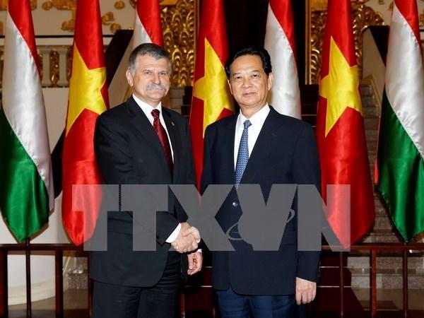 阮晋勇总理:越南重视促进越匈合作关系向纵深发展 hinh anh 1