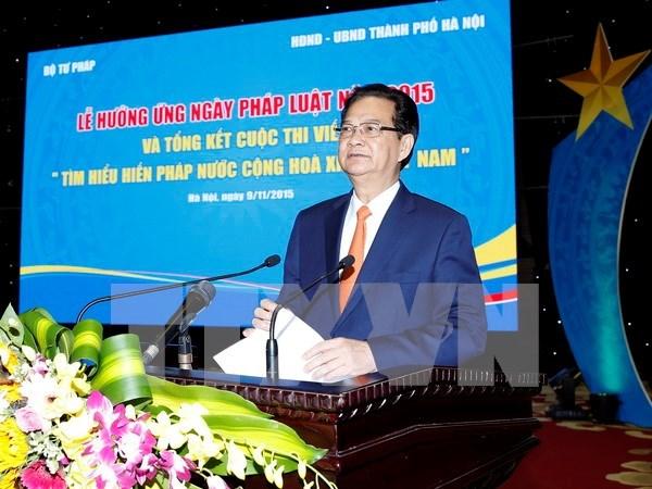 越南政府总理阮晋勇出席响应2015年《越南法律日》活动 hinh anh 1