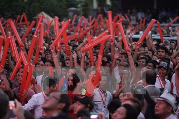 缅甸大选首批计票结果出炉 民盟在仰光区赢得15个席位 hinh anh 1