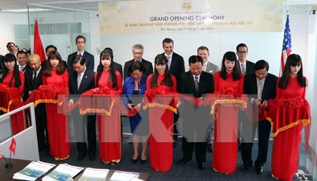 越南美国商会驻平阳省代表处揭牌成立 hinh anh 1