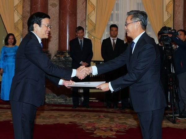 越南国家主席张晋创接受三国新任驻越大使递交的国书 hinh anh 1
