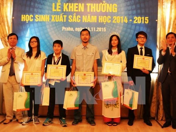 越南优秀学生表彰大会在捷克举行 hinh anh 1