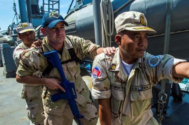 美国与柬埔寨举行联合海上军演 hinh anh 1