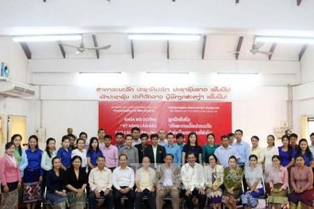 越南协助老挝提高新闻工作者业务水平 hinh anh 1