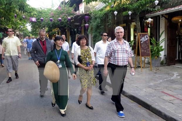 捷克参议院议长米兰•什捷赫访问越南广南省 hinh anh 1