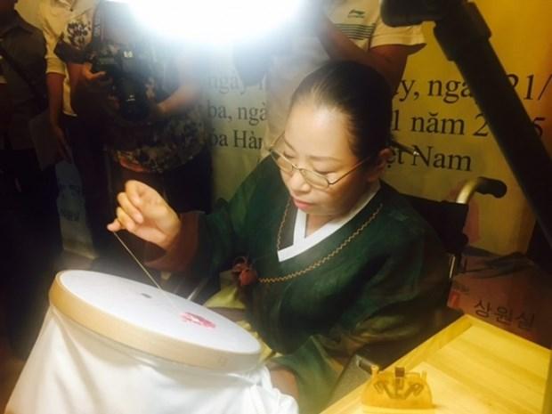韩国刺绣作品展在河内开展 hinh anh 2