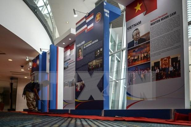 1800多名记者报道第27届东盟峰会及相关峰会的信息 hinh anh 1
