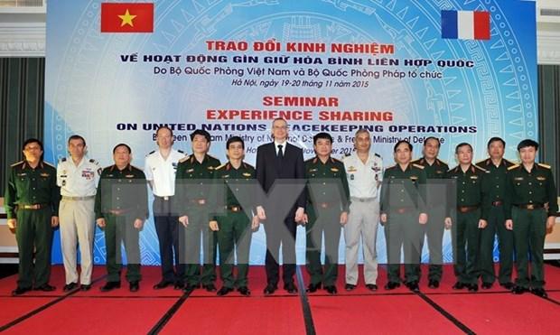 越南与法国交换维护联合国和平的经验 hinh anh 1
