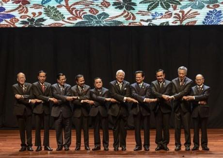 东盟领导人签署《2015年建成东盟共同体吉隆坡宣言》 hinh anh 1