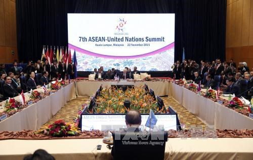 阮晋勇总理出席东盟与日本、东盟与韩国、东盟与联合国领导人峰会 hinh anh 3