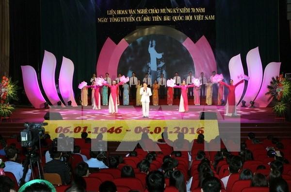 越南国会办公厅举行庆祝越南国会第一个选举日70周年文艺联欢会 hinh anh 1