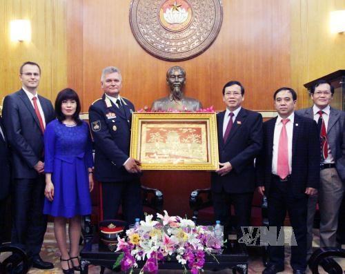 越南与匈牙利分享环境保护及环境突发事件应急工作经验 hinh anh 1