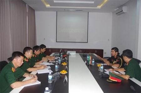 越南通信联络大学领导与印度驻越国防武官举行工作会议 hinh anh 1