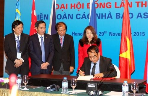 越南接任2015-2017年任期东盟新闻从业员联盟主席和秘书长一职 hinh anh 2