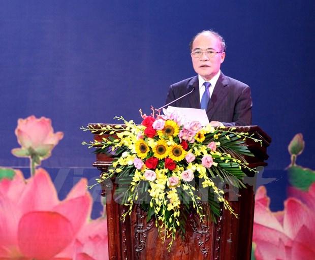 老挝国庆40周年暨凯山·丰威汉主席诞生95周年纪念集会在河内举行 hinh anh 1