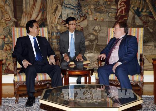 阮晋勇总理会见比利时众议院议长和参议院议长 hinh anh 1