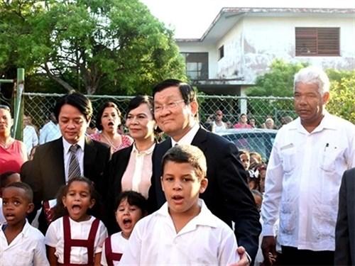 庆祝越古两国建交55周年:时代的崇高象征 hinh anh 1