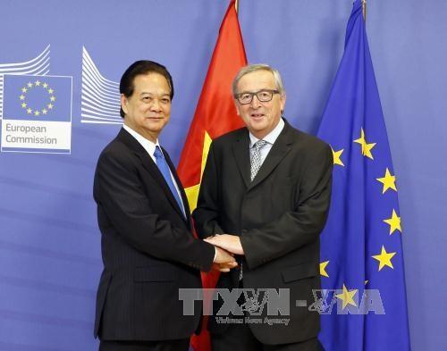 阮晋勇总理同欧洲理事会主席和欧盟委员会主席发表联合新闻公报 hinh anh 1