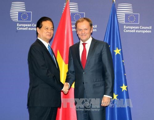 越南政府总理阮晋勇密集会见欧盟领导人 hinh anh 1