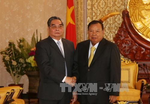 越共中央书记处常务书记黎鸿英会见老挝中央书记处常务书记本扬·沃拉吉 hinh anh 1