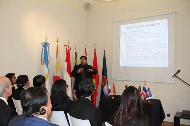 越南愿同东盟国家一道为维护东海的和平、稳定,合作与发展作出贡献 hinh anh 1