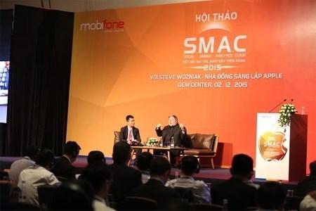 苹果公司联合创始人与越南分享经验 hinh anh 1