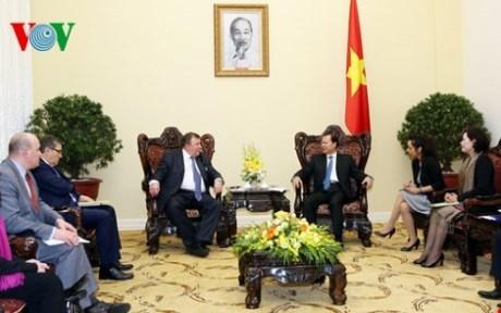 越南政府副总理武文宁会见国际投资银行董事长 hinh anh 1
