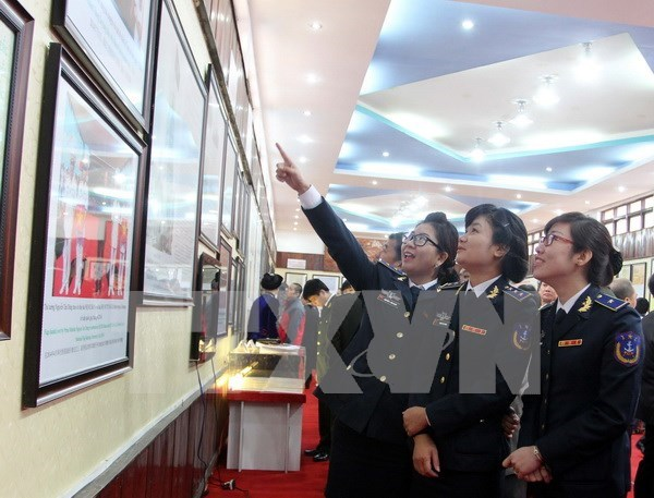"""""""越南黄沙与长沙两个群岛——历史证据和法律依据""""地图资料展在广南省举行 hinh anh 1"""
