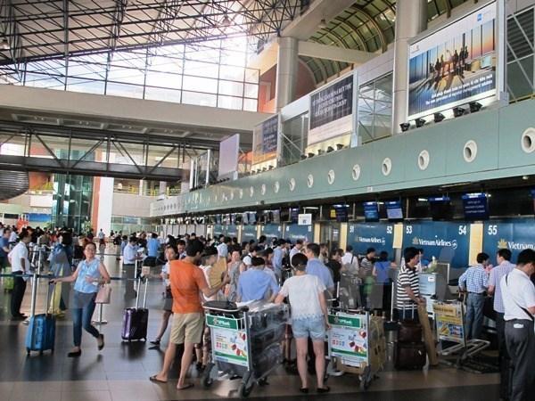胡志明市新山一迎来今年第2500万名旅客 hinh anh 1