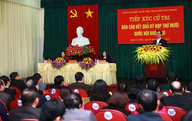 越南政府总理阮晋勇与海防市选民接触 hinh anh 1