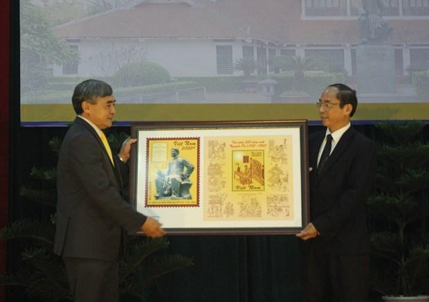 越南诗人阮攸诞辰250周年纪念邮票正式发行 hinh anh 1