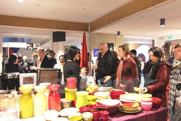 越南参加在乌克兰举行的慈善义卖活动 hinh anh 1