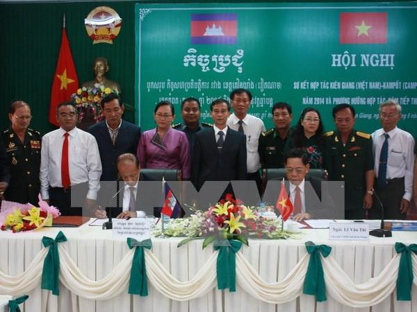 越南坚江省与柬埔寨贡布省深化友好关系 hinh anh 1