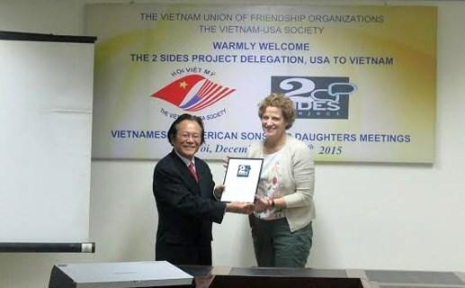 美国阵亡军人和退伍军人子女协助协会代表团访问越南 hinh anh 1