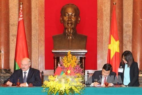 白俄罗斯总统卢卡申科圆满结束对越南进行的国事访问 hinh anh 3