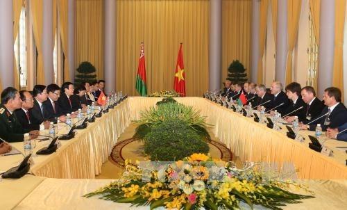 白俄罗斯总统卢卡申科圆满结束对越南进行的国事访问 hinh anh 2