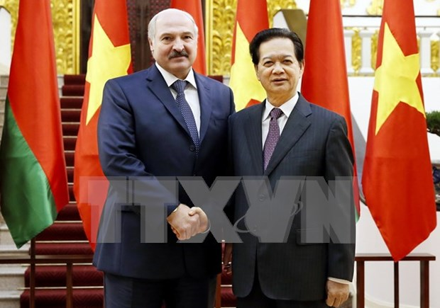 越南政府总理阮晋勇会见白俄罗斯总统卢卡申科 hinh anh 1