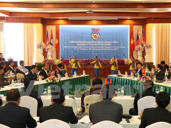第6届越老柬发展三角区合作青年论坛在老挝举行 hinh anh 1