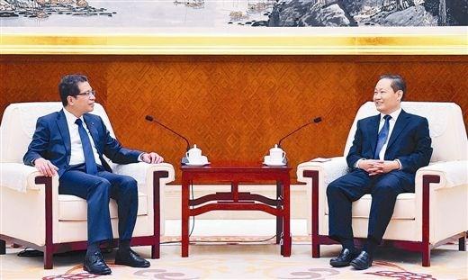 越南驻华大使邓明魁会见广西壮族自治区党委书记彭清华 hinh anh 1