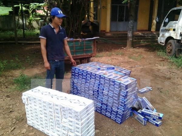 越南西宁省警方缴获从柬埔寨走私入境的9000包香烟 hinh anh 1