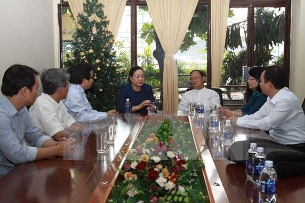 何氏洁同志向胡志明市各宗教组织祝贺2015圣诞节 hinh anh 1
