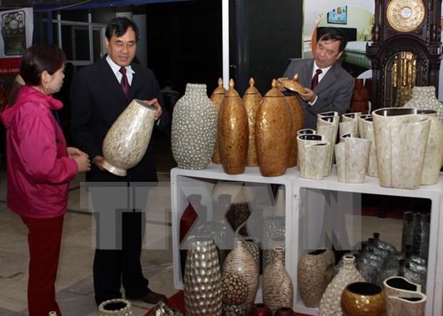 第11届越南手工艺村展览会展示各手工艺村独特产品 hinh anh 1