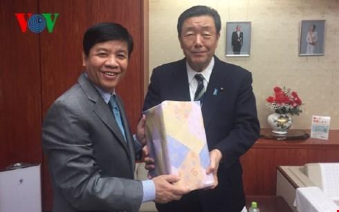 日本将认真履行越日中期和长期农业合作协议中的各项承诺 hinh anh 1