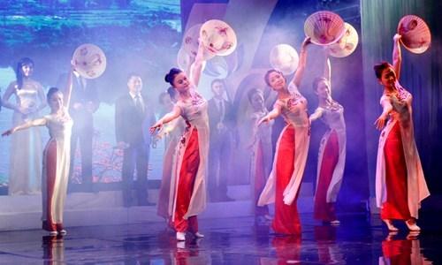 越中青年界河对歌联欢歌唱两国友谊 hinh anh 1